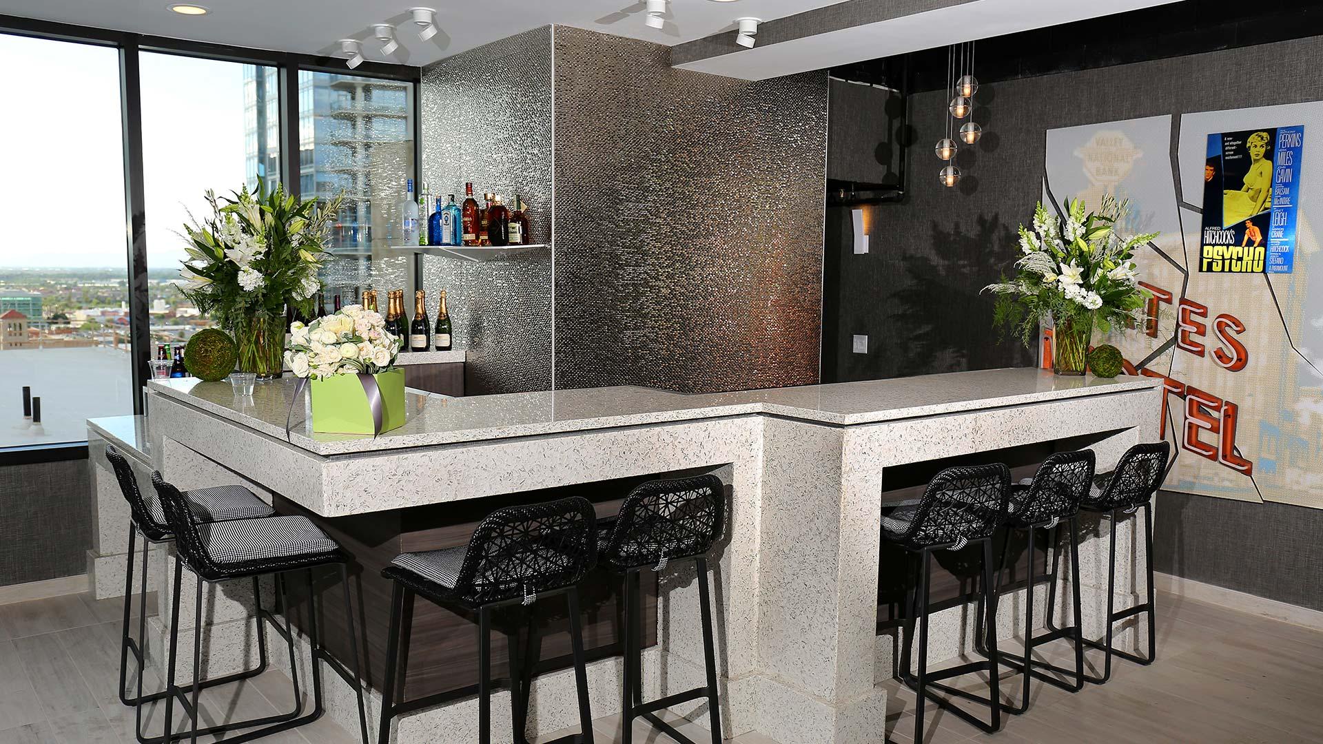 Floor 13 Bar